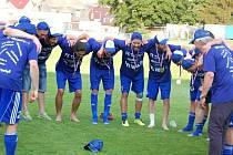 Trička nápisem ČFL volá na sebe navlékli fotbalisté Tachova po svém posledním vystoupení v aktuální sezoně divizní skupiny A, ve kterém porazili druhé Táborsko 1:0 díky brance Hudce z pokutového kopu.