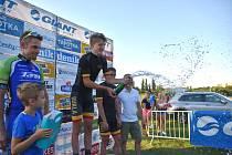 Erupcí sektu oslavil Petr Kelemen vítězství v GP Tafotka.cz před zkušeným Martinem Boubalem (vlevo).