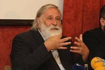 Milan Kindl na tiskové konferenci v Praze
