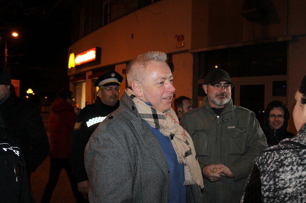 Policejní akce se v pátek v noci v Plzni zůčastnil i ministr vnitra Milan Chovanec a primátor plzně Martin Zrzavecký.