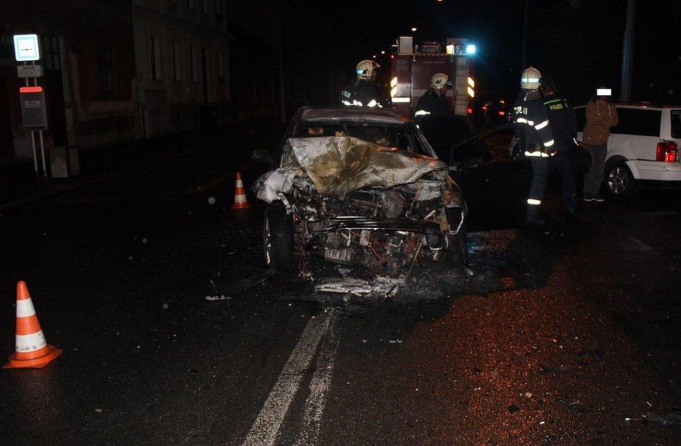 Následky dopravní nehody ve Zborovské ulici.