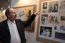 Prasynovec Josefa Skupy, Pavel Skupa, v mázhauzu radnice vystavuje rodinné i archivní materiály přibližující život a tvorbu loutkáře. Součástí je dokument dokazující autorství loutek