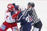 Semifinále play off hokejové extraligy - 5. zápas: HC Oceláři Třinec - HC Škoda Plzeň, 11. dubna 2019 v Třinci. Na snímku (zleva) Jiří Polanský, Petr Straka.