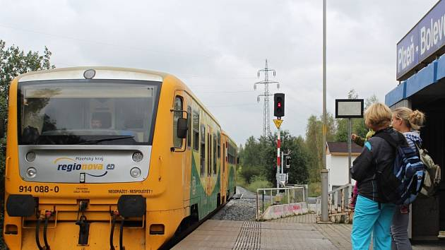 Při pracích na trati mezi Plzní a Třemošnou se dostalo i na zastávku Bolevec.