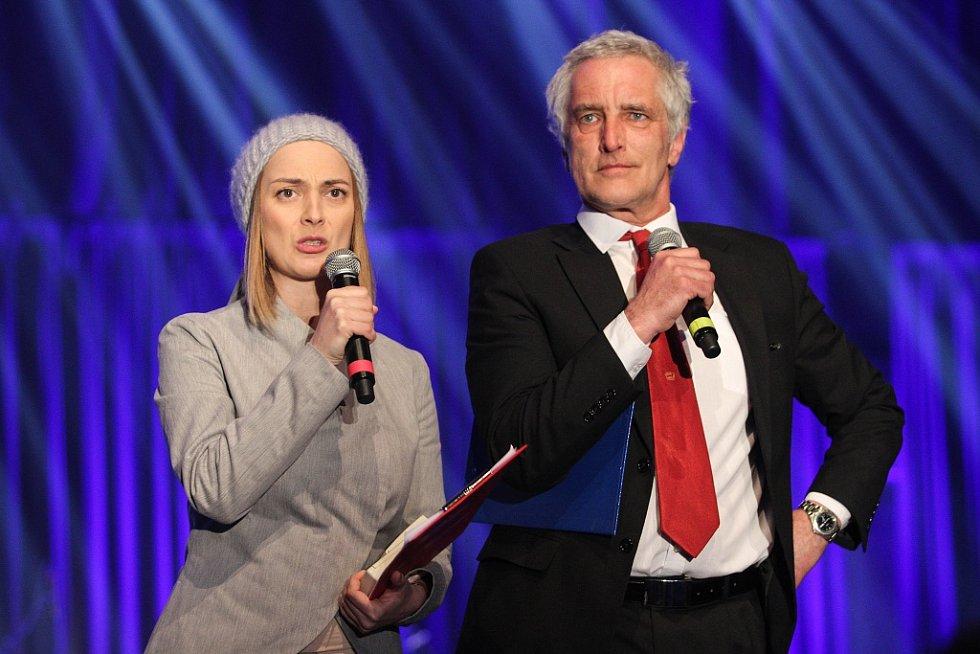 Večerem provázelo duo Bára Poláková a Tomáš Hanák