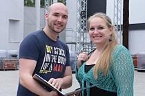 Ivana Veberová, představitelka Aidy, a režisér projektu Tomáš Pilař nastoupili včera na generální zkoušku v lochotínském amfiteátru s úsměvem.