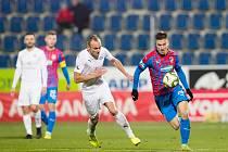 Plzeňský fotbalista Lukáš Kalvach při jednom z ligových zápasů.
