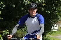 Pětadvacetiletý rodák z Bratislavy Preisinger zdolává šumavské  kopce.