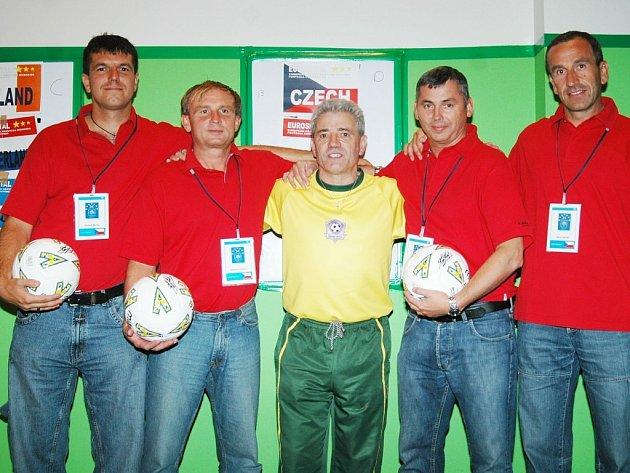 ČEŠI  BYLI  NEJLEPŠÍ.  První místo z více než padesáti čtyřčlenných týmu ze 16 zemí Evropy, účastníků Eurospitalu 2007, si v soutěži ve fotbalovém cirkusu Kevina Keegana v Glasgowě vybojoval tým Fakultní nemocnice Plzeň.