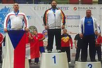 Jaroslav Šoukal (vlevo) zvedl v dřepu 305 kilogramů a na mistrovství světa ve Finsku vybojoval stříbro.