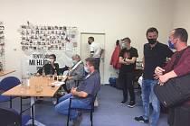 Volební štáb České Pirátské strany v Plzni při krajských volbách 3. října 2020.