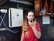 Na příjmu musí být stanice v Kempu Keramika 24 hodin denně. Veronika Mičková je velitelkou současné směny.