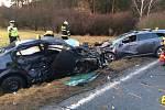 Při vážné nehodě u Nevřeně se zranili tři lidé.