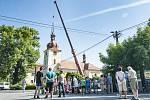Demontáž kupole kostela sv. Petra a Pavla v Dolní Lukavici