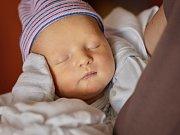 Josef Hrabík se narodil 1. května mamince Michaele a tatínkovi Michalovi zPlzně. Po příchodu na svět vážil jejich synek 3610 gramů a měřil 52 centimetrů.