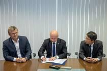 Podpis smlouvy mezi Viktorií Plzeň a Doosan Škoda Power