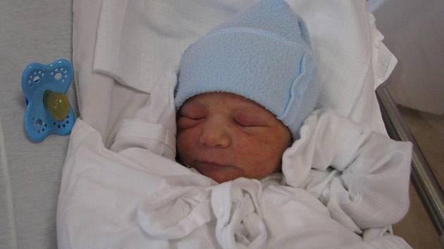 Jakub (3,16 kg, 50 cm) se narodil 23. března v 8:37 ve Fakultní nemocnici v Plzni. Na světě svého prvorozeného syna přivítali na světě maminka Jana Adámová a tatínek Karol Bezecný u Přimdy