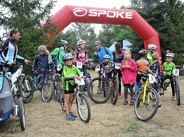 Kromě dospělých se na MTB Spoke maratonu v Kralovicích představila i stovka dětí.