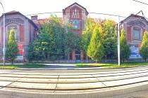 Správní budova pivovaru na Světovaru má vchod z Koterovské ulice