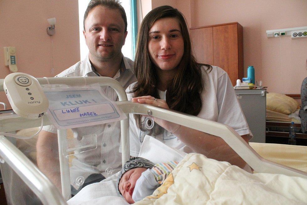Lukášek Marek je prvním miminkem, které se v roce 2020 narodilo v Plzeňském kraji. Na svět přišel v porodnici Fakultní nemoc-nice Plzeň a kromě maminky Marie ho na porodním sále uvítal i tatínek Jan. Oba rodiče těší, že má Lukášek krásné datum narození –