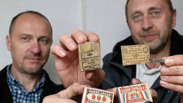 Sběratelé Martin Frantes a Milan Tomášek připravili výstavu v infocentru na náměstí ve Spáleném Poříčí na jižním Plzeňsku.