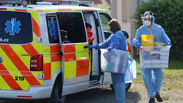 Hygienici provedli odběry na koronavirus u obyvatel obce Tatiná na severním Plzeňsku.