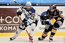 V třetím utkání sezony mezi Plzní a Třincem nastoupí útočník Erik Hrňa (na archivním snímku vlevo) v modrobílých barvách Škodovky.
