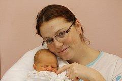 Rodiče Linda a Jiří Koutovi z Plzně mají velikou radost z narození svého prvního syna Štěpána, který přišel na svět 27. listopadu v 1:06 v plzeňské fakultní nemocnici. Při narození sestřičky Štěpánovi navážily 3,18 kg a naměřily 50 cm