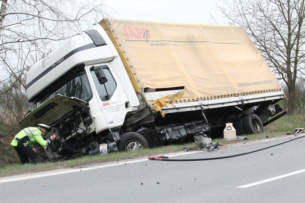 Vážná nehoda na silnici I/20 nedaleko Nevřeně
