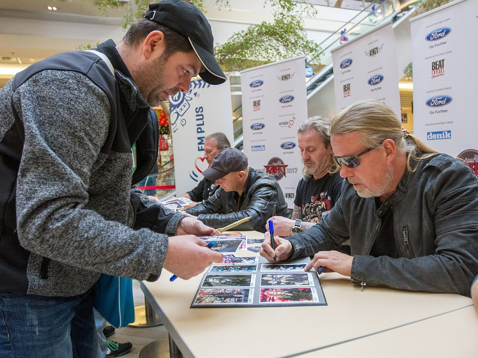 Autogramiáda skupiny Kabát v Plzni