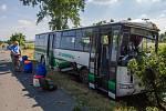 Linkový autobus se střetl s autem mezi Všeruby a Kunějovicemi.