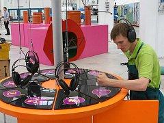 Exponáty hudebně–vědecké výstavy Music 4 Kids v pátek vyrostly v science centru Techmania v Plzni