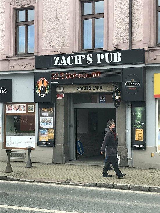 Zach´s pub je kulturním podnikem. Naplánováno už má několik koncertů. Konat se budou na dvorku podniku.