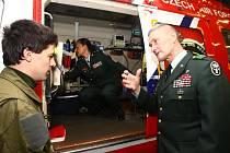Náčelníka zdravotnické služby americké armády v Evropě Keitha Gallaghera při včerejší návštěvě základy letecké  záchranné služby v Líních nadchla mimo jiné i technická vybavenost našeho zdravotnictví, která je srovnatelná s jejich