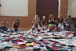 Nadace Děti bez mobilu se pouští do velké výzvy, pokouší se překonat český rekord o největší piknikovou deku.