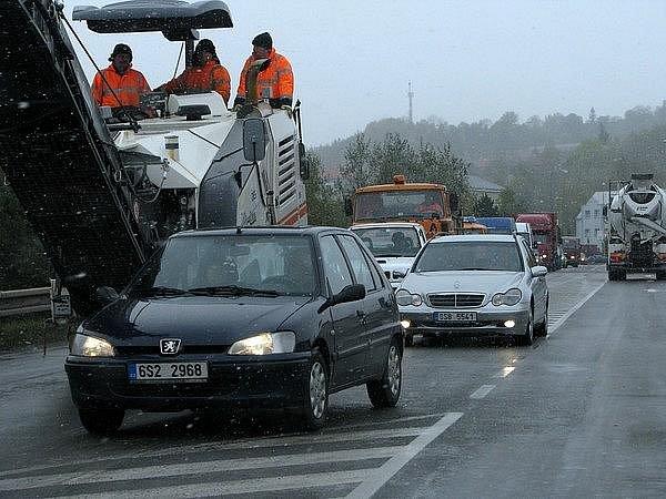 Oprava mostů na frekventovaných silnicích v Příbrami komplikují dopravu