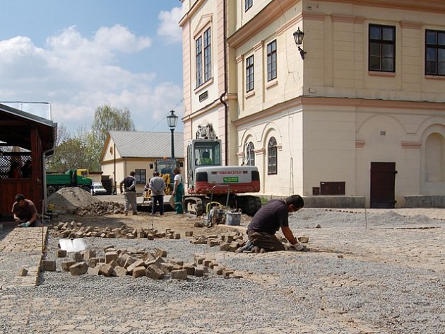 Oprava má být dokončena sposledním květnovým dnem a vyjde na 977tisíc korun.