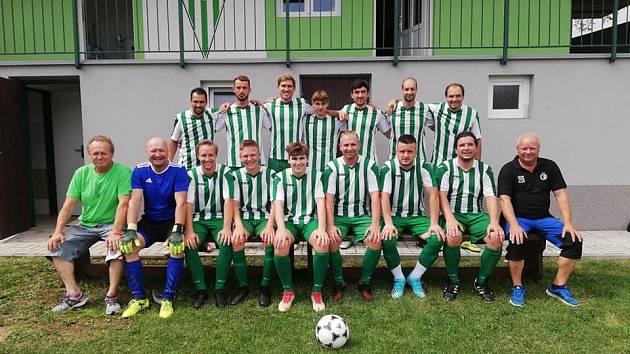 Borotice se už třetí sezonu v řadě mohou opřít o rumunskou dvojici Valentin Marian Guiu (v horní řadě druhý zleva) a Nicolae Pantilimon (v dolní řadě třetí zprava).