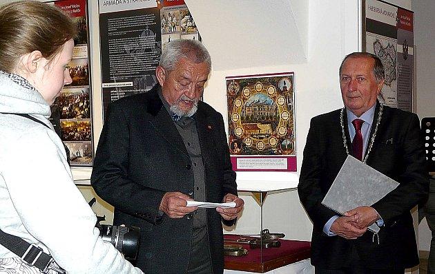 MARŠÁLU Radeckému byla letos v Sedlčanech již v rámci červnových městských slavností Rosa věnována velká pozornost. Za přítomnosti Jana Bárty a Jiřího Buriana byla v muzeu zahájena výstava připomínající osobnost, s níž je spjato i Sedlčansko.