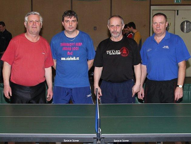 Vítězné družstvo RP I - Spartak Čenkov (zleva): Vinš Karel, Ječmen Jaroslav, Čepelák Miroslav starší, Škrabal Jaroslav.