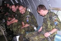 Prvních šedesát vojáků už do kosova odletěla