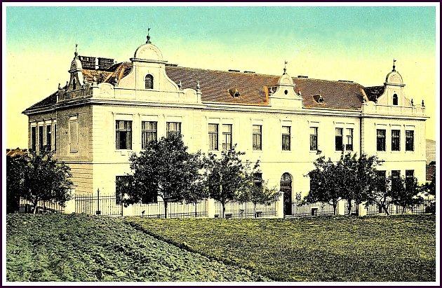 Budova učiliště vSedlčanech .