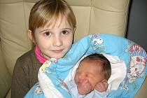 Čtyřapůlletá Laura má velkou radost z brášky Jiřího Pekára, který se mamince Lucii a tatínkovi Jiřímu z Bohutína narodil v pondělí 17. prosince a v ten den vážil 3,79 kg a měřil 50 cm.