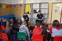 Děti ze třetích tříd příbramských základních škol se v těchto dnech setkávají se zástupci policie, armády nebo hasičů v rámci projektu prevence kriminality.