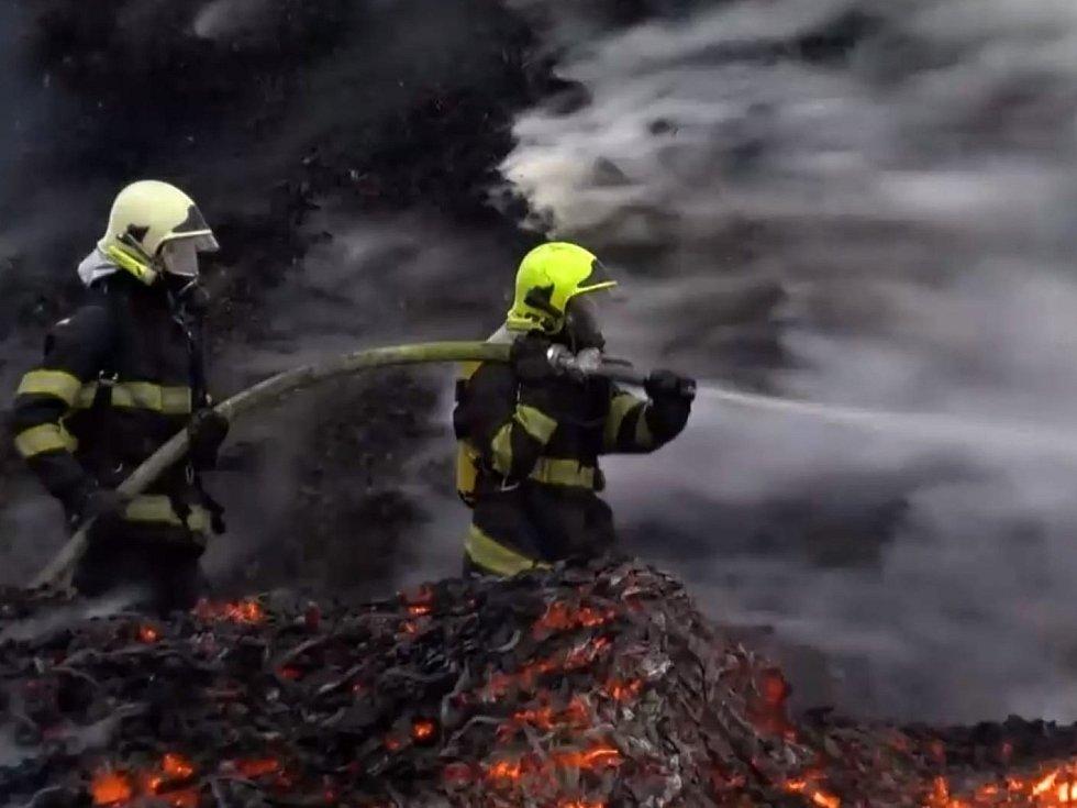 Požár štěpky v Rožmitálu pod Třemšínem.