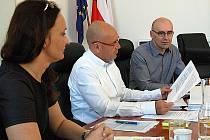 Vedení města na tiskové konferenci 29. dubna.