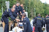 V celorepublikovém klání se utkali týmy ze všech 14 krajských ředitelství a také zástupce z ochranné služby. Celkem 29 psovodů mezi sebou měřilo um svůj a svých čtyřnohých parťáků.
