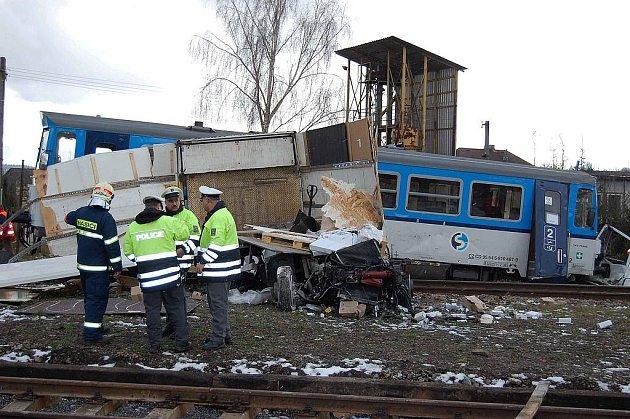 Srážka kamionu s vlakem v Březnici.
