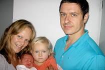 Matěj Lukeš se mamince Zuzaně a tatínkovi Pepovi z Nového Knína narodil ve čtvrtek 7. listopadu, vážil 3,91 kg a měřil 52 cm. Hrát si s malým bráškou bude skoro dvouletá Eliška.