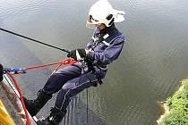 Příbramští dobrovolní hasiči cvičili na přehradě.